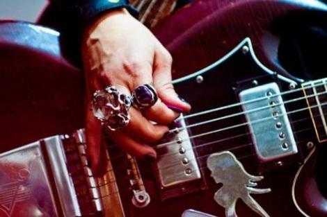 Reste à savoir si cette main a joué pour le Sorcier électrique...