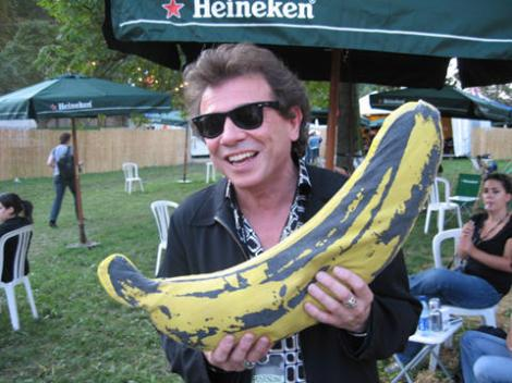 La concurrence: Deux Bananes et des ray-bans, mvoyez?