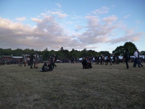 Vue du champ de bataille - C'était ça ou une photo de Camille qui fouette Godet
